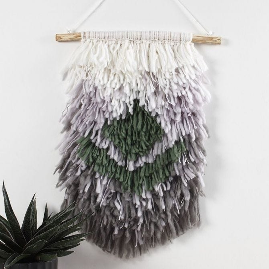 Ein Wandbehang aus geknüpfter Wolle